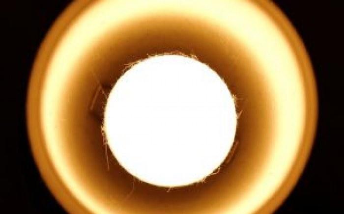 nettoyer-regulierement-ampoules-luminaires-economie-energie